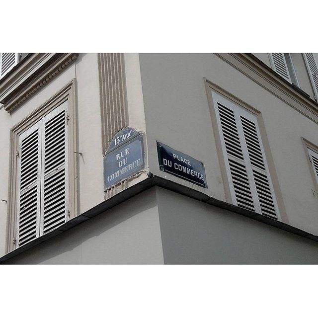 Window chatters, Rue du Commerce, Paris, France